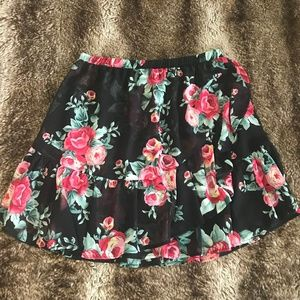 Flowy black & red roses skirt with ruffles! Size L